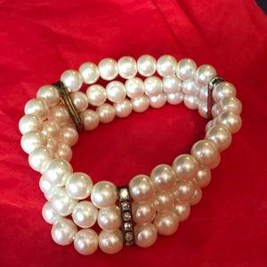 Fashion pearl three strand stretch bracelet